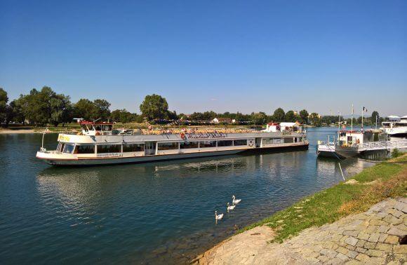 Breisach mit Schifffahrt und Dampfzug